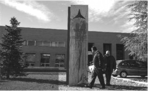 Madrid Complutense University staff examine the latest act of vandalism against the International Brigade memorial, which took place last November. The red paint has now been removed.