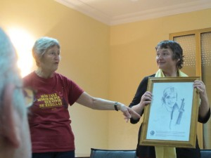 Pauline Fraser and Glenda Browne present Felicia Browne's work to the mayor of Tardiente.