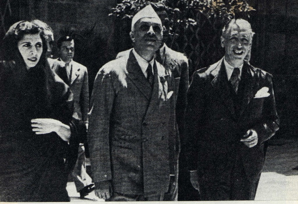 Jawaharlal Nehru in Spain during the Civil War, with his daughter Indira (l), future prime minister of India, and Catalan President Lluís Companys (r).