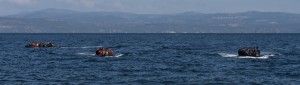 20151029_5boats_with_refugees_arriving_to_Skala_Sykamias_Lesvos_Greece
