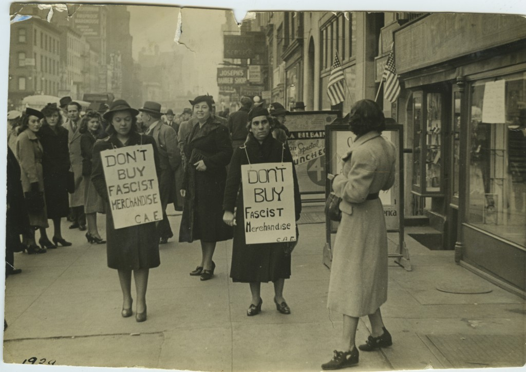 Spanish women picketing Casa Moneo, the Spanish grocery store on West 14th Street, in the heart of Little Spain. Courtesy of the Cividanes family of New York.