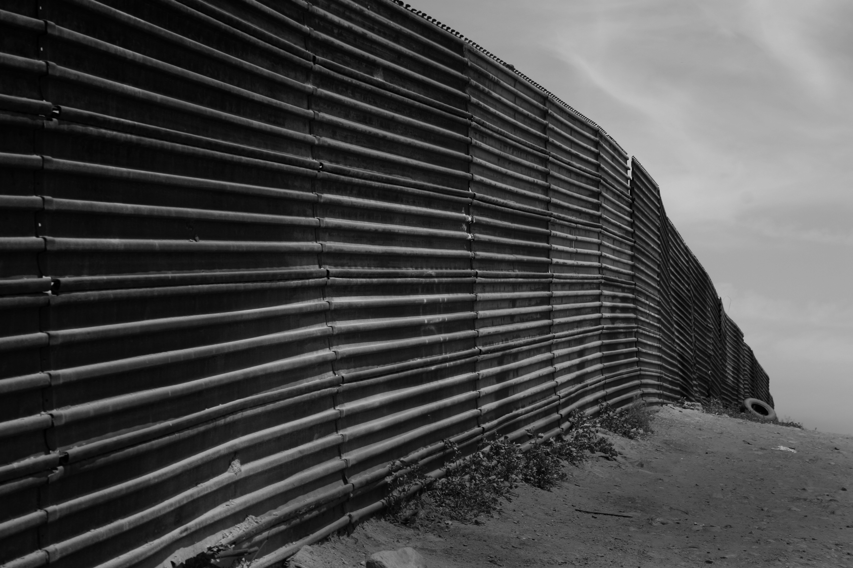 Us-mexico_border_at_Tijuana