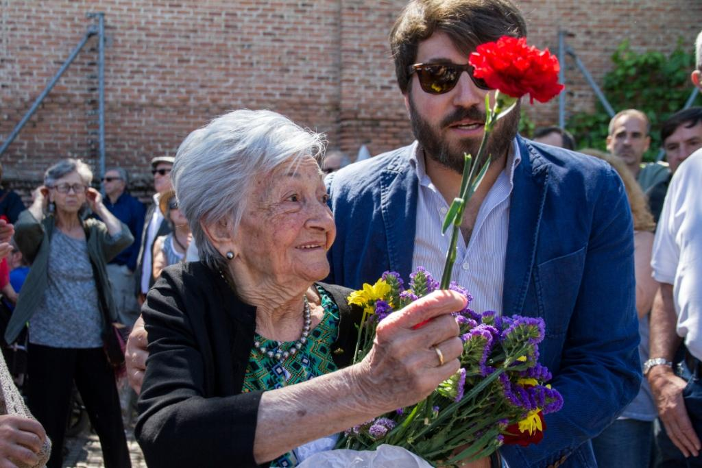 Ascención Mendieta at her father's reburial in Madrid, July 2, 2017. Photo Óscar Rodríguez.