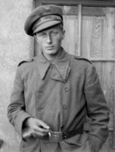 George Watt in Spain. (The 15th International Brigade Photographic Unit Photograph Collection; ALBA Photo 011; ALBA Photo number:11_0186s. Tamiment Library/Robert F. Wagner Labor Archives.)