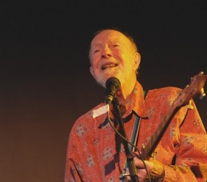 """Pete Seeger at ALBA's """"Songs for the Cause,"""" New York City, Oct. 2010. Photo Len Tsou"""