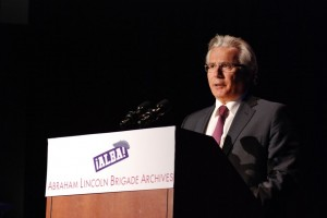 Judge Garzón delivers his acceptance speech after receiving the 2011 ALBA/Puffin Award for Human Rights Activism. Photo Len Tsou