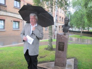 After the program, participants laid a wreath at the monument to the Brigades at Writer's Square.  IBMT Ireland Secretary Manus O'Riordan sang a poem by Wilfred Owen which was set to music.