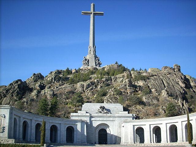 640px-Valle_de_los_caidos_by_forcy-cruz_y_basilica