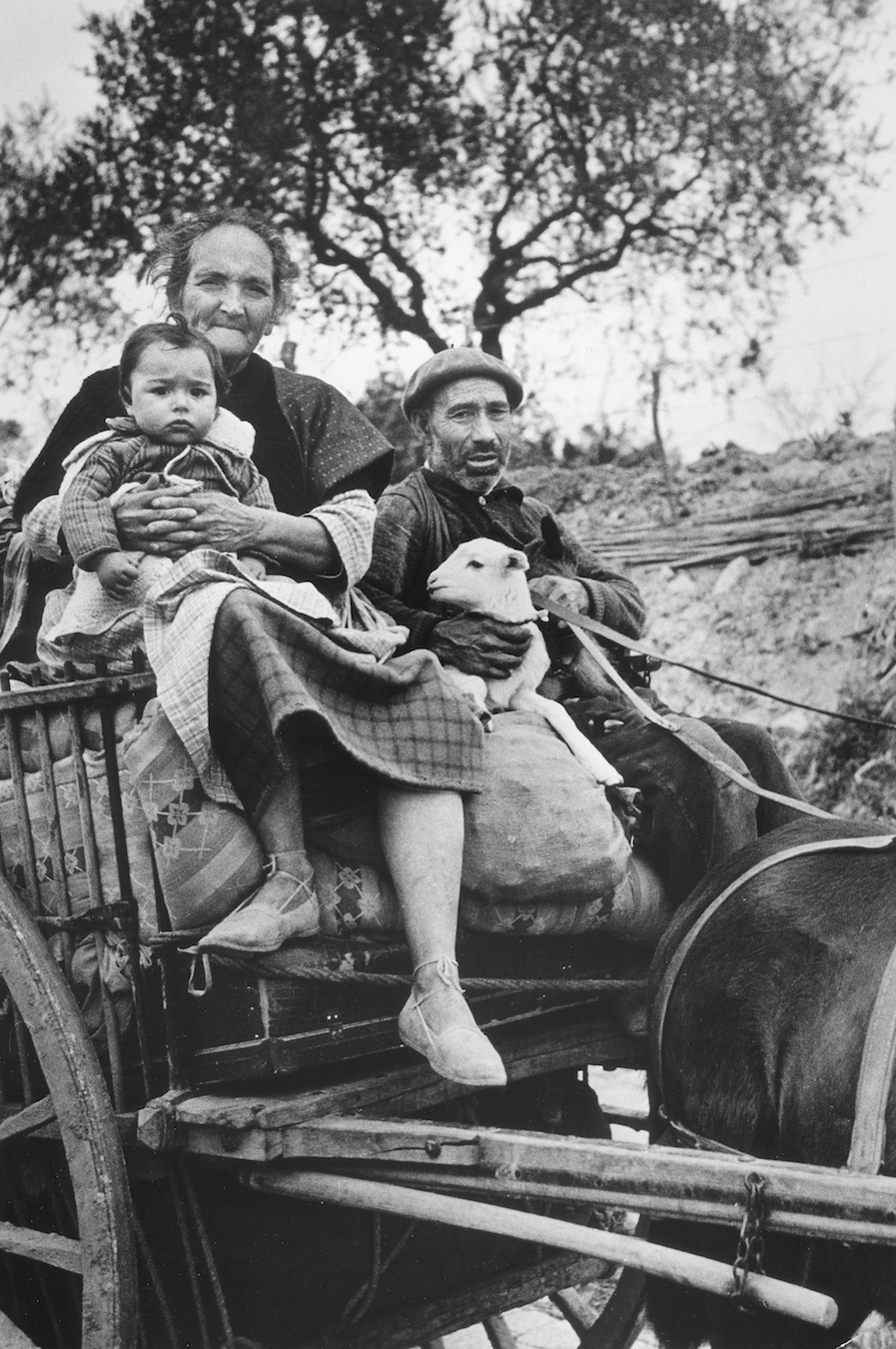Robert Capa [Refugee family on a cart on the road from Tarragona to Barcelona], January 15, 1939] © International Center of Photography/Magnum Photos