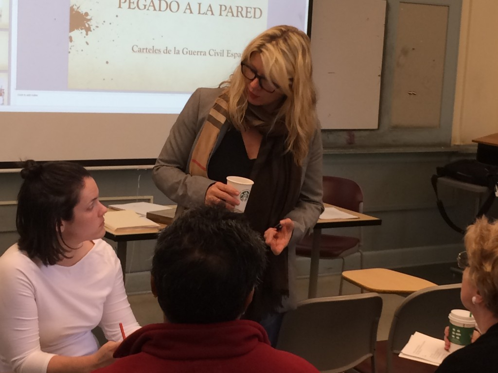 ALBA's Gina Herrmann works with Spanish teachers in Seattle.