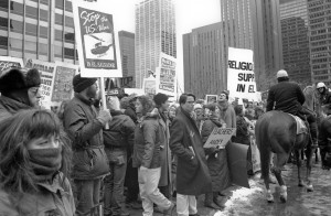 Protest against US involvement in the Salvadoran Civil War in Chicago, Illinois, in March 1989. Photo Linda Hess Miller. CC BY 3.0.