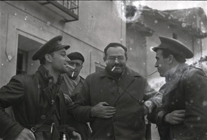 At Teruel, from left, XV International Brigade chief of operations Malcolm Dunbar, Herbert Matthews (in beret), Ernest Hemingway, and Republican General Enrique Líster.