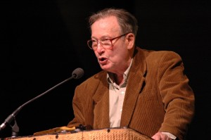 Henry J. Foner, emcee at the reunion of the VALB in NYC on April 30, 2006 (Photo by Len Tsou)