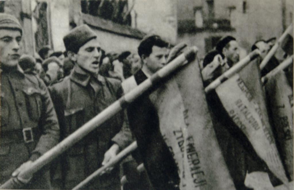 Dombrowski Batallion swearing allegiance to the Republic before the withdrawal of the International Brigades, 1938. Photo Zofia Szleyen. Public domain.