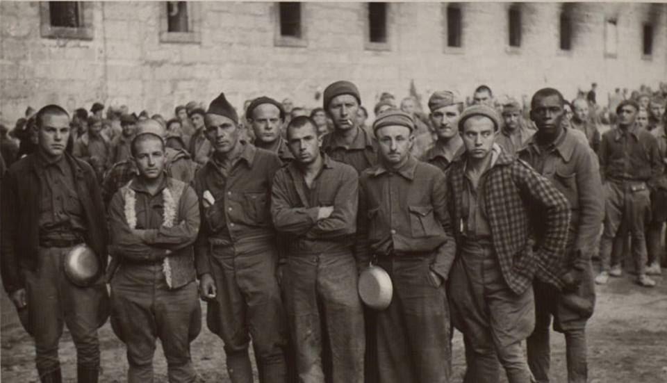 Campo de concentración de San Pedro de Cardeña, Burgos Prisioneros republicanos de las Brigadas Internacionales. Biblioteca Nacional de España. CC-BY-NC-SA 4.0