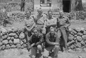 Volunteers who returned from the US. Standing (l-r)x, Bill Wheeler, x, x; Kneeling (l-r) x, x.
