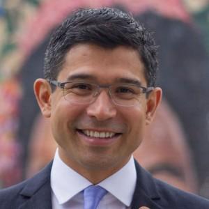 Carlos-Menchaca-850