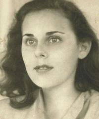 Barbara Probst Solomon in 1948 in Paris. Photo courtesy of the Solomon family.